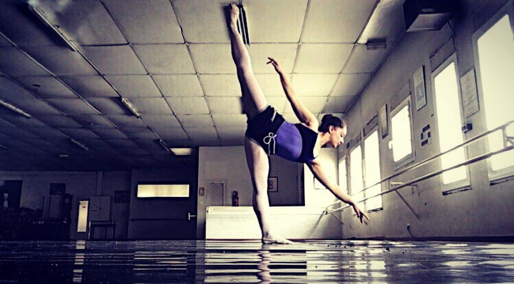 Julie Thomas dances in France